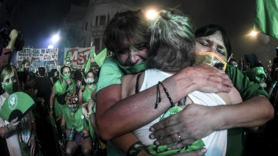 Lágrimas, baile y cantos: los festejos por la legalización del aborto - Vox - Portal de noticias de la provincia de Mendoza